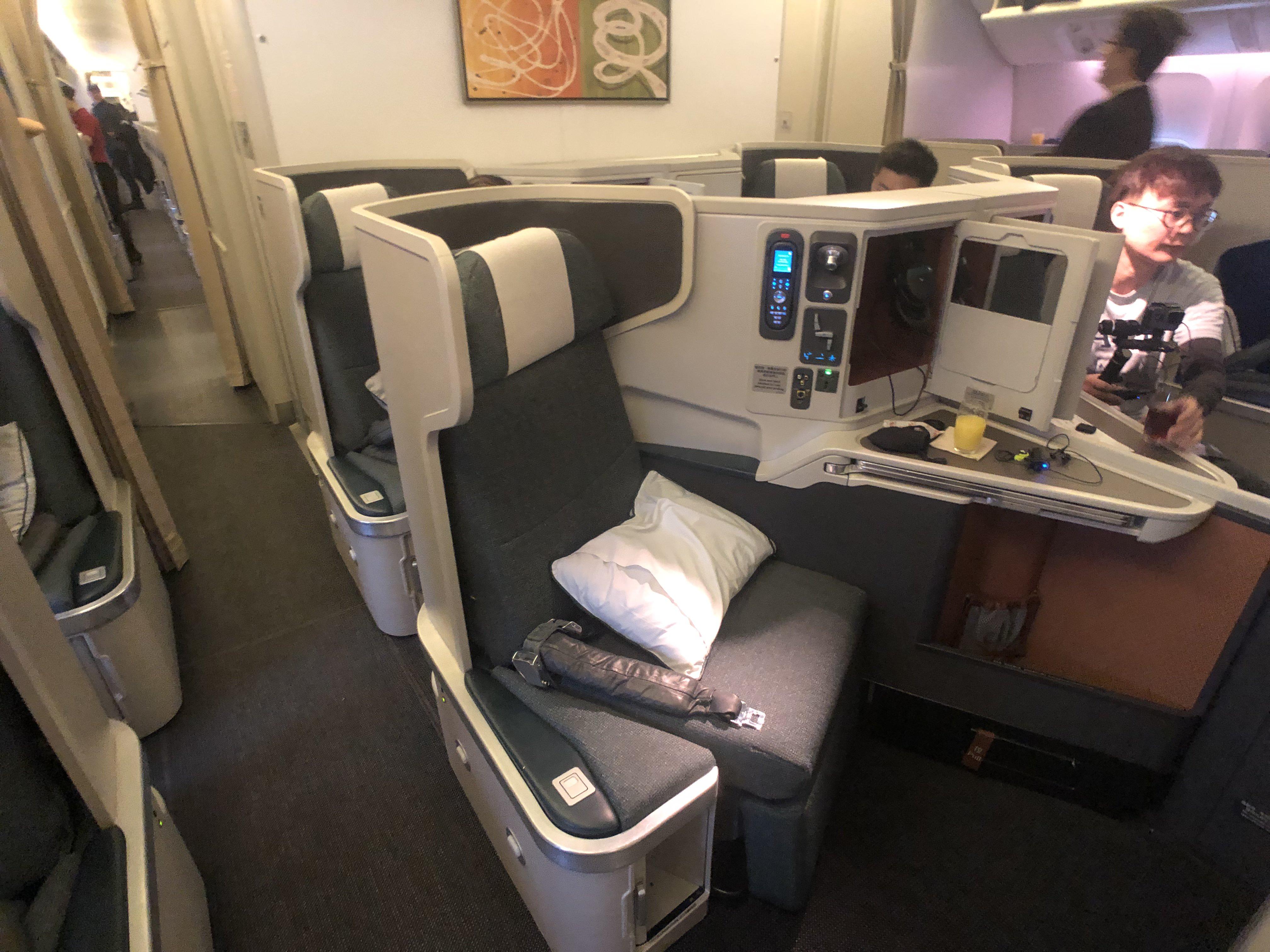 飛行體驗 國泰航空-長程商務艙 CX841 (JFK- HKG) B777-300 (77H)