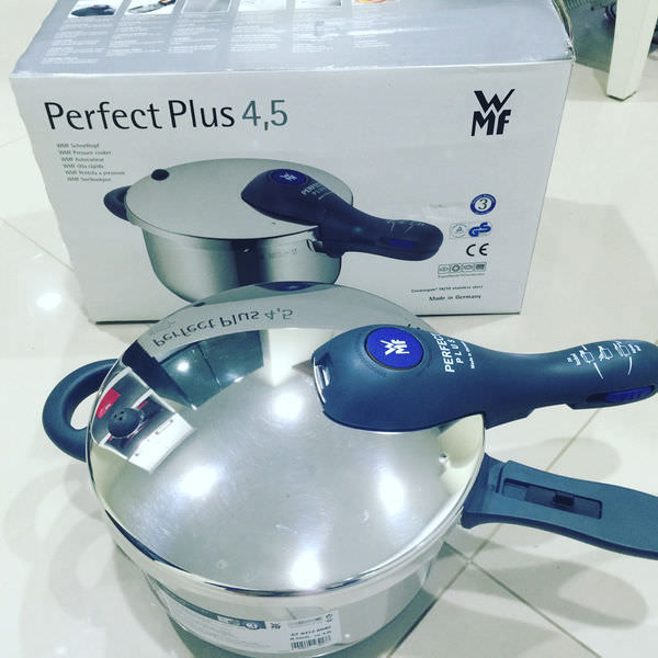 【愛料理】用廚具界LV-WMF 🍲燉韓式辣馬鈴薯排骨湯