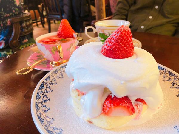 【首爾必吃】隱藏在益善洞韓屋村裡的復古華麗的咖啡店동백양과점,販賣著讓韓妞為之瘋狂的草莓舒芙蕾